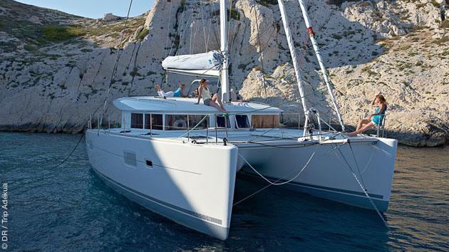 Des vacances pour naviguer dans les cyclades en catamaran de luxe