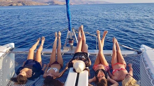 Explorez les plus belles criques des îles des Cyclades en Grèce