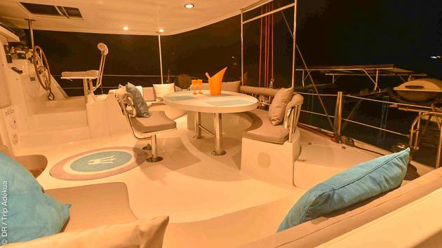 Profitez de tout le confort de votre catamaran de luxe aux Seychelles