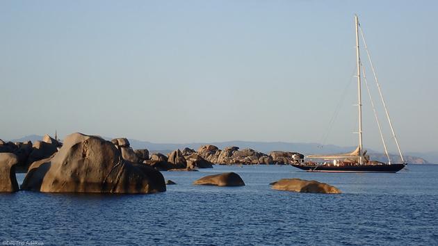 Découvrez les plus belles criques et plages de Sardaigne pendant votre croisière