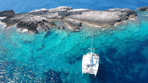 Des vacances inoubliables sur un voilier en mer Adriatique au large de la Croatie